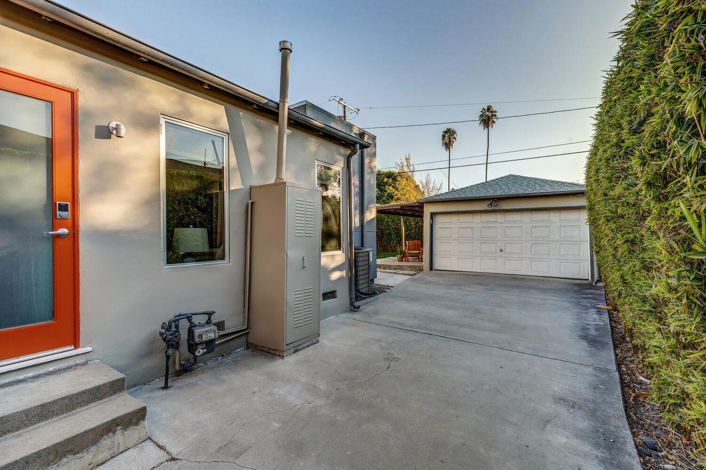 8532 Hargis St Los Angeles CA-large-029-013-RED0136Upload17-1500x1000-72dpi