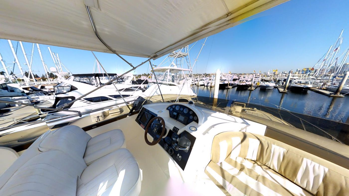 360 View Flybridge Helm