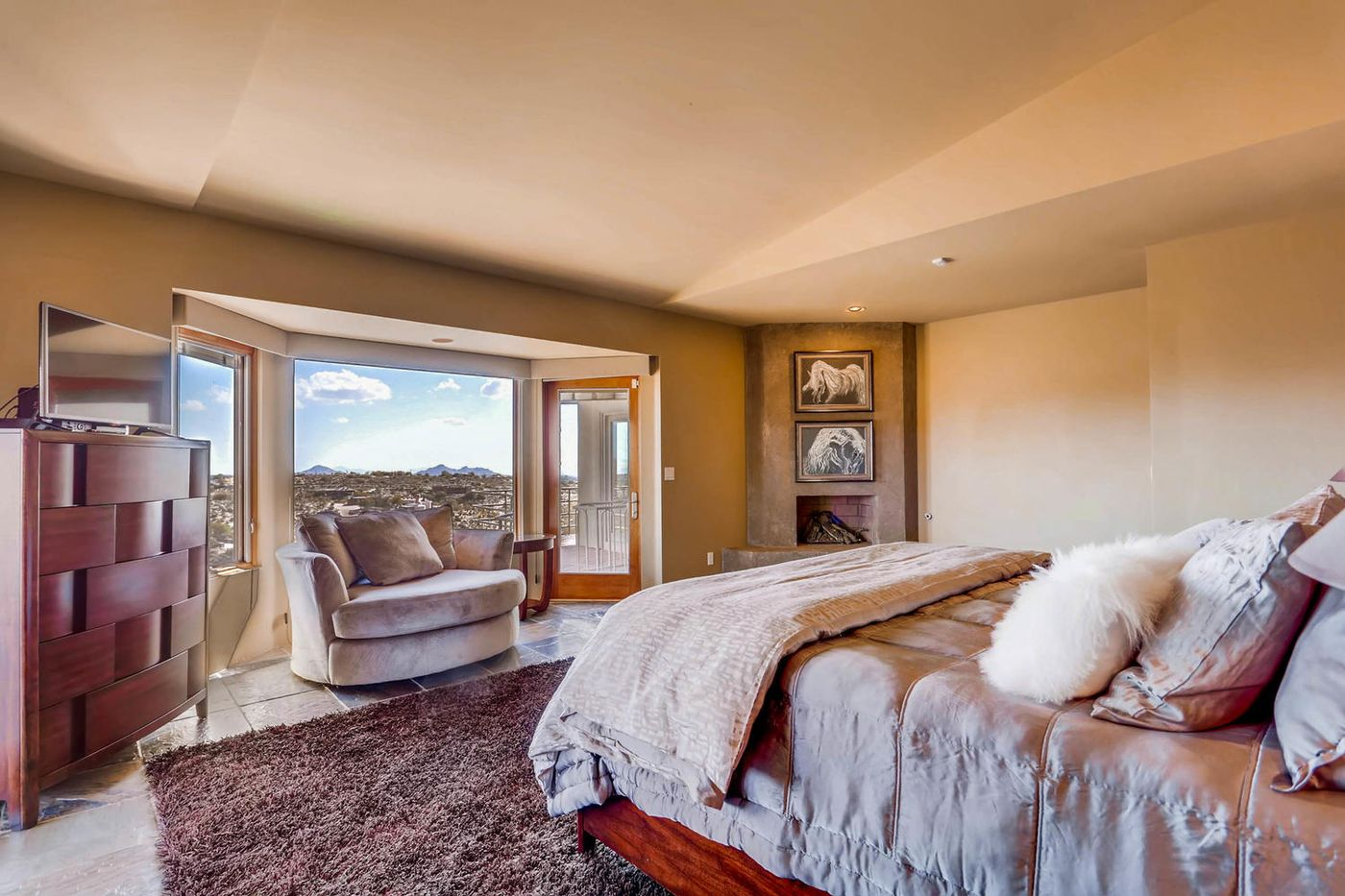 Views from Four Peaks to Town-large-014-19-Master Bedroom-1500x1000-72dpi