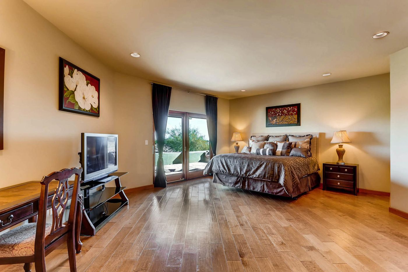 Views from Four Peaks to Town-large-022-32-Lower Level Bedroom-1500x1000-72dpi