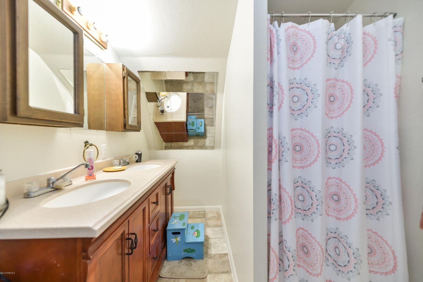 3616 Navajo bath 2
