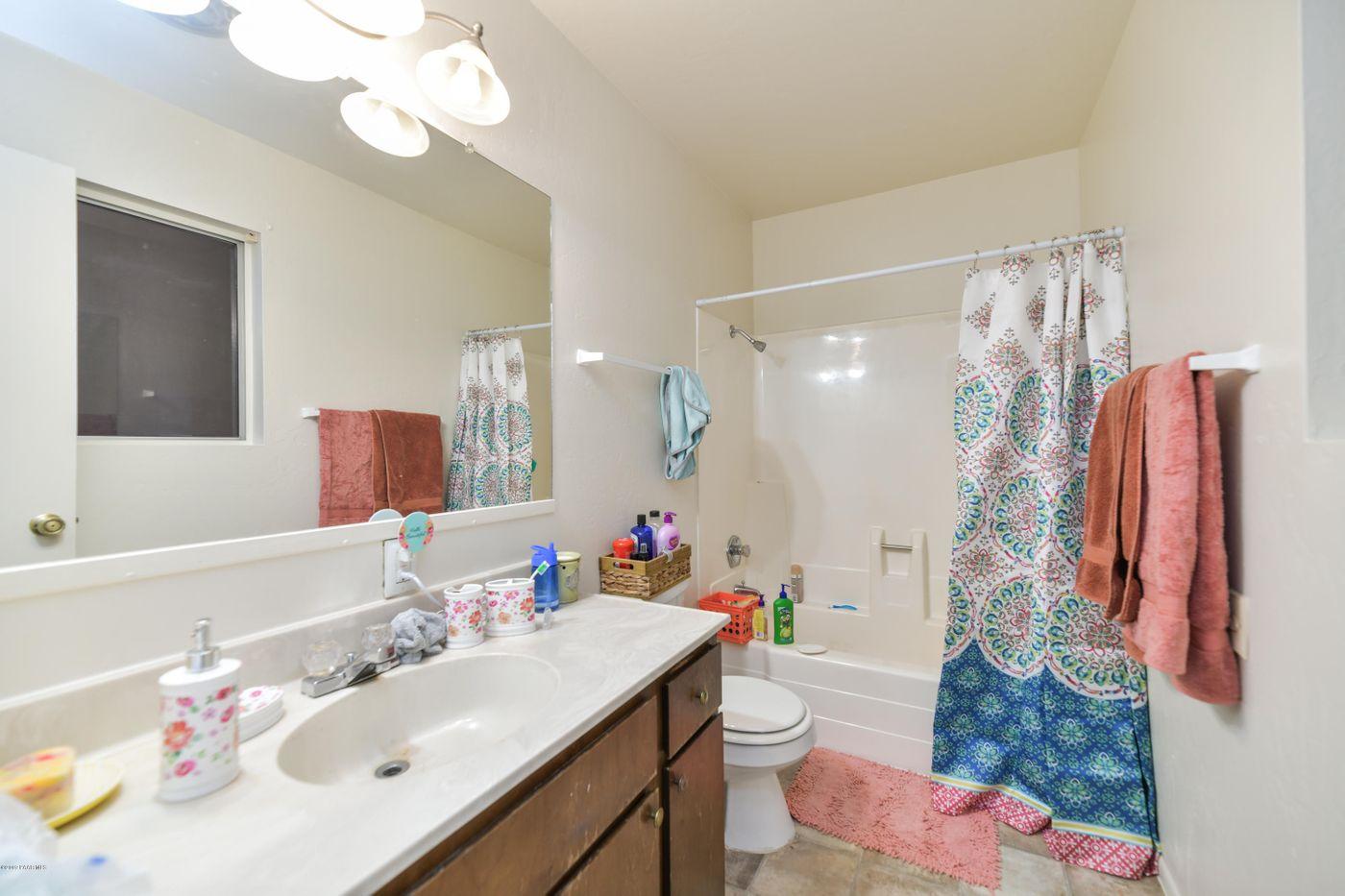 3616 Navajo bath