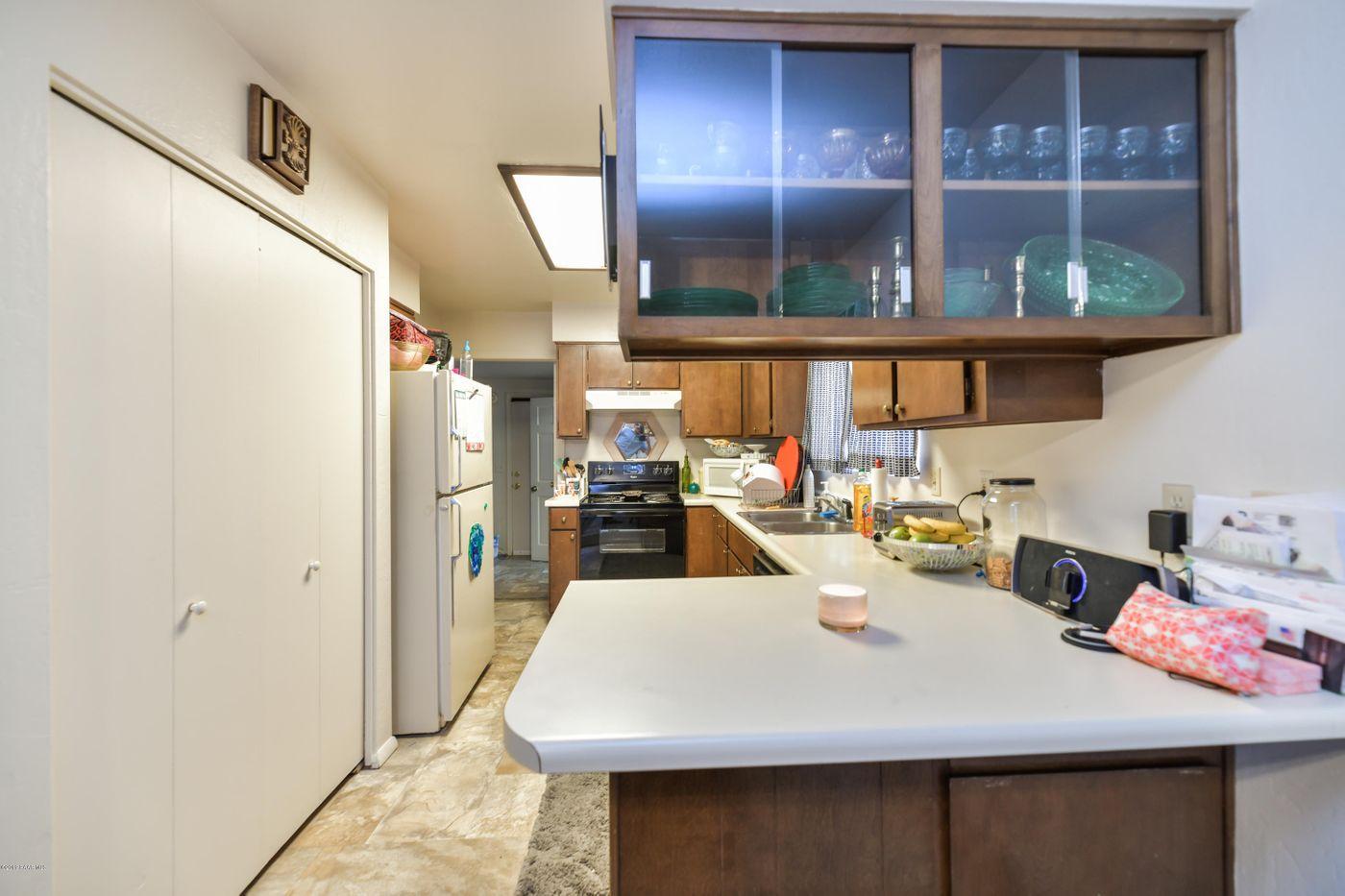 3616 Navajo kitchen 3