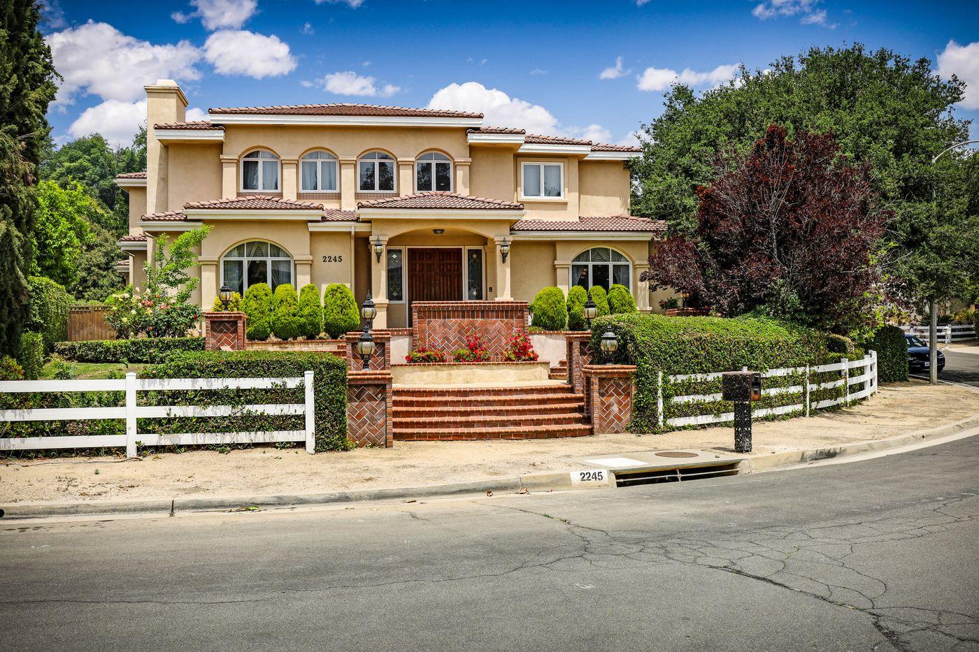 real-estate-photography-2245 Kingsbridge Ct-San Dimas-91773-airbnb-rental-interior-design-photographer-kasi-hyrapett-4