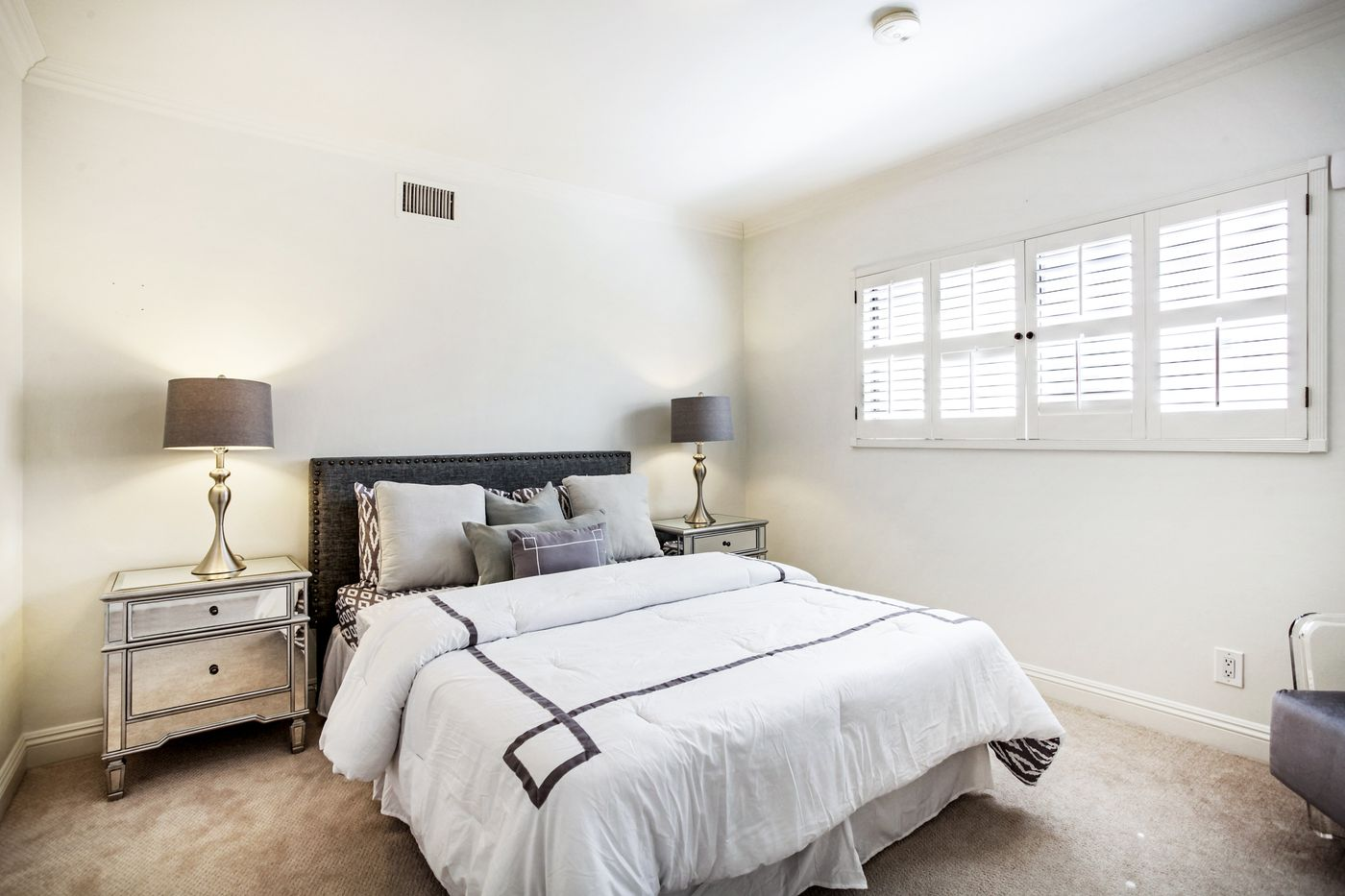 real-estate-photography-4825 Newcastle Ave-Encino-91316-airbnb-rental-interior-design-photographer-kasi-hyrapett-15